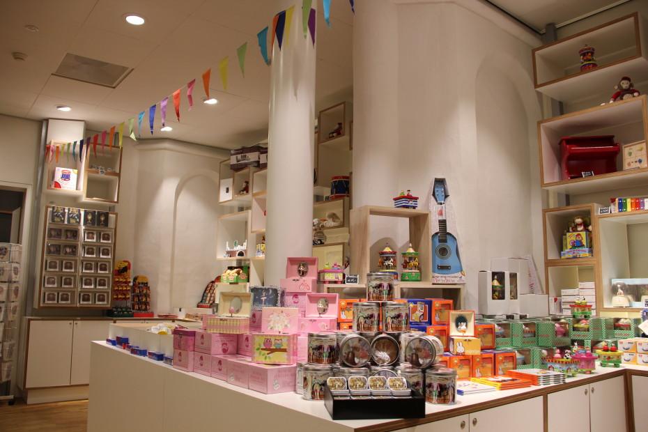 Shoppen in de winkel van Museum Speelklok