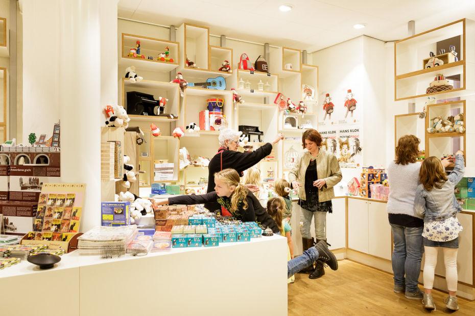 souvenirs kopen in Museumwinkel