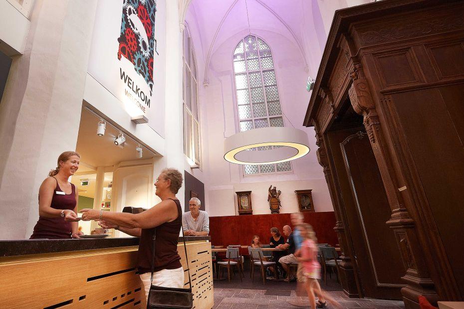 Bestel een koffie of thee in het Museumcafé Klok