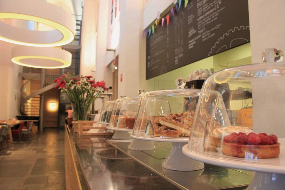 Openbaar café in het centrum van Utrecht