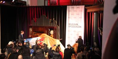 Tourdirecteur Cristian Prudhomme onthuld samen met Speelklokdirecteur Klaas Dirk Bruintjes het bijzondere orgel mét fiets