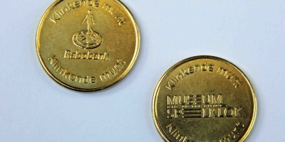Voor en achterzijde van de Klinkende munt web
