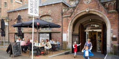 Ingang van Museum Speelklok in de middeleeuwse Buurkerk in het centrum van Utrecht