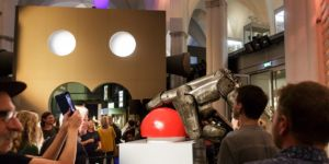 Spectaculaire opening Robots love Music