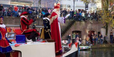 18 november: De Drie Pruiken bij de Sinterklaas intocht