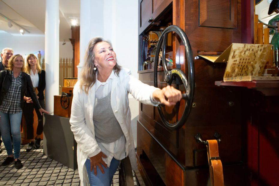 Muzikale Rondleiding zelf draaien aan het orgel