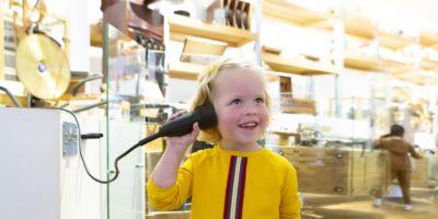 Kinderen leren zelf over de zelfspelende instrumenten